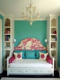 How To Decorate A Small Bedroom Bedroom Decorating Ideas For Small Bedrooms Home Design Ideas