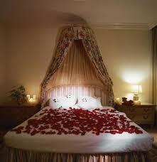 Download Flower Decoration On Bed | design-ultra.com