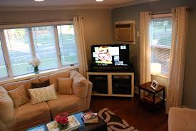 placing furniture in small living room | Centerfieldbar.com