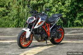 2018 ktm 1290 super duke r. interesting 2018 at its essence a motorcycle is just two wheels frame and an engine  not much more needed for it to be the best fun you can have with your  in 2018 ktm 1290 super duke r