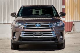 2017 Toyota Highlander Hybrid - Our Review | Cars.com