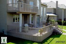 Very large deck and upper balcony (#2RH7027).