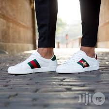 gucci shoes white. gucci ace bee sneakers - white shoes e
