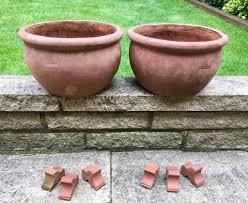 x 2 garden plant pots with pot feet