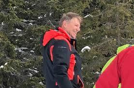 FOTO - Preşedintele Klaus Iohannis, văzut şi fotografiat de turişti pe pârtie