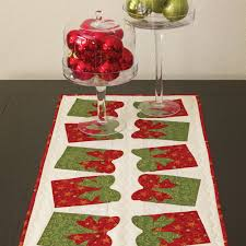 Festive Bow Table Runner Pattern (PQ10307)