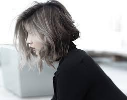 ミディアムウルフカットが女性に人気おすすめ髪型特集 Lovely