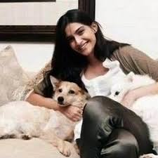 sonam kapoor with her pet dogs