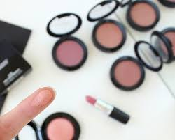 mac mineralize blush in new romance review and swatches