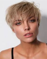 Korte Blonde Haarstijl Dameskapsel Voor Deze Zomer 2019 Blond