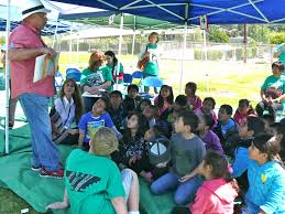 fallbrook a leer a success for th year village news victor villasenor an author from oceanside speaks elementary school children at fallbrook a