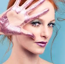 5 cara menggunakan makeup glitter tanpa