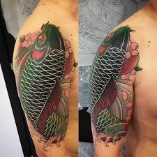 фото тату рыбы в стиле ориентал на плече парня фото рисунки эскизы