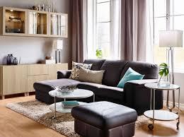 Living Room With Brown Leather Sofa Ein Wohnzimmer Mit Timsfors 2er Sofa Mit Raccamiere Mit Lederbezug