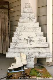 outdoor pallet christmas tree. pallet wood christmas tree from vintage news junkie - one of 12 unique \ outdoor s