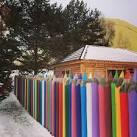 Украсить своими руками забор на даче фото 20