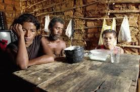 Resultado de imagem para pobreza no norte e nordeste do Brasil