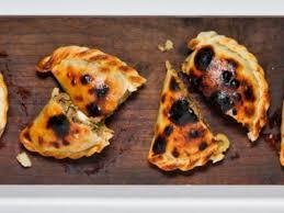 Empanada de carne - Paladar - Estadão