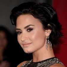 demi lovato wore her own 5 eyeshadow palette and looked so amazing glamour