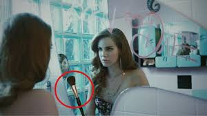 lana del rey washes her makeup brushes