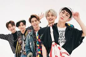 Shinee (stylized as shinee) is a south korean boy band formed by sm entertainment in 2008. Shinee Keeps Jonghyun Close To Their Hearts As They Return To The Stage For Japanese Concert Soompi