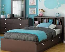 If your teenage girl likes pink color for the walls, then go for it.  Complete the paint color ideas for teenage girl bedroom with the right  details.