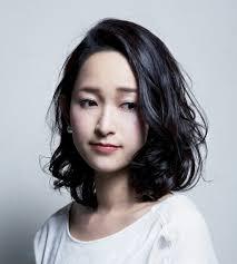 30代の女性がー5歳若返る黒髪ミディアムの髪型ヘアスタイルを検証