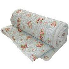 What is the difference between a quilt and a blanket? - Quora & Warmest is duvet- A duvet can be considered a really thick quilt, in that  it is also three layers; however rather than being filled with thin layer  of ... Adamdwight.com