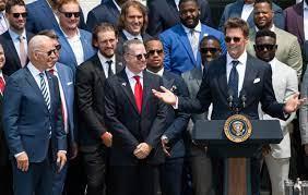 Tom Brady returns to the White House ...