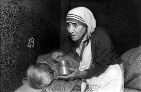life magazine teresa of the slums w  at right in the white sari that denotes her allegiance to s poor mother teresa feeds a sick man