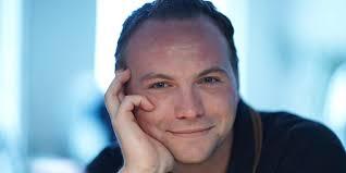 Unterstützung gibt's von Uli Bäer und STS-Live-Musiker Willi Ganster. Als Kabarettist ist Thomas Stipsits dank Erfolgsprogrammen wie Triest oder ... - Stipsits