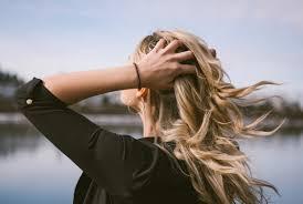 就活女性におすすめの髪型は前髪のポイントやアップまとめ髪を紹介