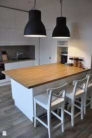 kuchnia z wyspą z drewnianym blatem zdjęcie od olafredowicz kuchnia styl skandynawski