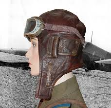 this is an early pattern soviet flight helmet that is constructed of british and american lend lease materials it is based on a pre war british pattern but