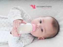 Những điều mẹ cần lưu ý khi cho trẻ uống sữa công thức – Soc&Brothers