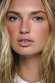 minimal beauty trend spring 2016 make up soft sun kissed look that goes from spring to summer so pretty and natural