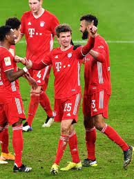 Ever-present Müller sets Bayern on their way