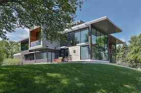 View in gallery glass lake house features modern silhouette of earthy  materials 1 thumb 630x418 19008 Glass Lake House