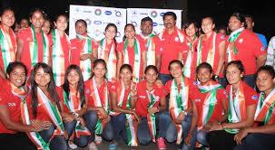 drums loud cheers welcome n women s hockey team com n women s hockey team
