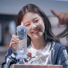 ً on Twitter   Blackpink, Kim jennie, Glass of milk
