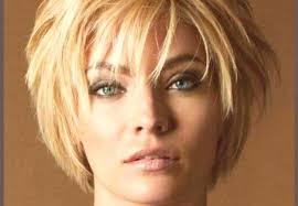 Kaskáda Pro Krátké Vlasy Foto S Rány Pohled Zezadu Vpředu