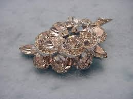 vintage weiss beautiful rhinestone pin