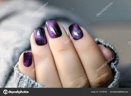 Krásný Lak Na Nehty V Ruce Fialové Hřebík Umění Manikúra šedé