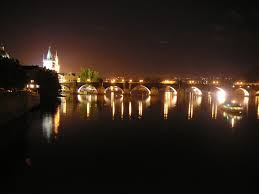Resultado de imagen de prague at night