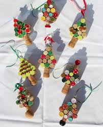 VIEW IN GALLERY Christmas tree ornaments from Wine corks--wonderful DIY