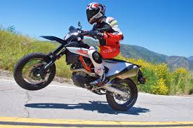 2019 <b>KTM 690 SMC</b> R Review (17 Fast Facts)