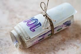 Výsledek obrázku pro peníze na ruku