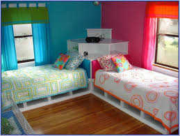 corner twin beds with table 6742 3