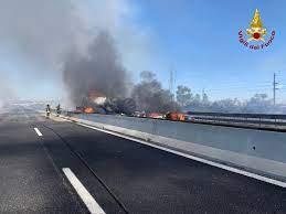 Piacenza, incidente sull'Autostrada A1 oggi: autocisterna in fiamme e 2  morti