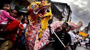 Namun, tradisi mengarak naga api keliling desa masih dilestarikan. Perayaan Cap Go Meh 2017